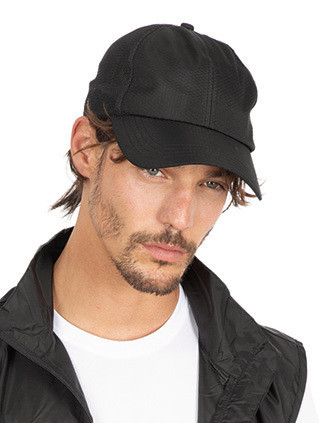 Sports cap in soft mesh